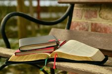 Free Black Open Book On The Brown Wooden Bench Royalty Free Stock Image - 84940166