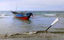Free Fishing Boat Currimao Beach. Royalty Free Stock Images - 84943239