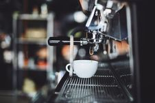 Free Pulling Espresso Royalty Free Stock Images - 84944519