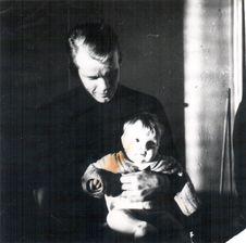 Free Isän Sylissä Royalty Free Stock Photo - 84946265