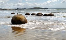 Free Moeraki Boulders. Otago. NZ. Stock Photography - 84951372