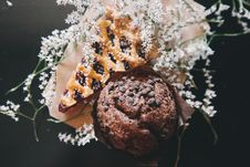 Free Chocolate Cupcake And Pie Royalty Free Stock Photo - 84955165