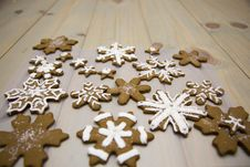 Free Gingerbread Snowflake Cookies Royalty Free Stock Photography - 84955397