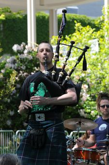Free Bagpiper Don Of Nae Regrets Playing From Front Stock Images - 84957204
