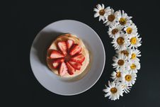 Free Strawberry Pancakes And Flowers Royalty Free Stock Images - 84957519