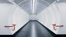 Free Empty Modern White Subway Tunnel Royalty Free Stock Image - 84957826