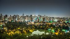 Free City And Park At Night Royalty Free Stock Images - 84959759