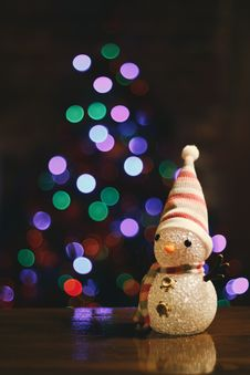 Free Snowman And Christmas Lights Stock Photography - 84964582