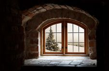 Free Old Arched Window Stock Photo - 84992010