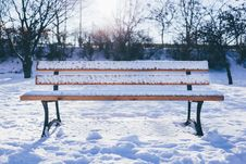 Free Snowy Bench Royalty Free Stock Photos - 84994478