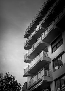 Free High Rise Apartment Building Stock Photography - 84996692
