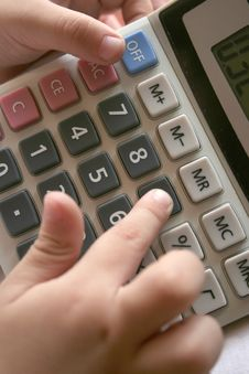 Free Kid S Hand Using Calculator Royalty Free Stock Images - 850279