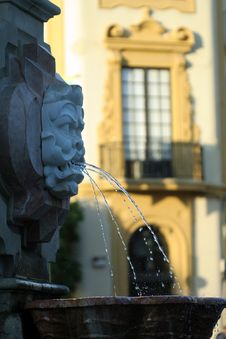 Free Fountain By Seville Cathedral Royalty Free Stock Photography - 859697
