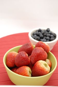 Blueberries And Strawberries In Green Bowl Royalty Free Stock Photography