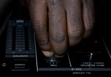 Free Hand Of The Dj On The Mixer Royalty Free Stock Images - 8500749