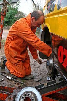 Free Engineer Changing Brake Disc Royalty Free Stock Photo - 8503625