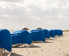 Free Blue Beach Shelters Down Beach Royalty Free Stock Photos - 8507828
