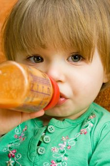 Free Baby Drinking Royalty Free Stock Photography - 8509707
