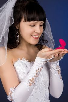 Free Beautiful Bride Looking At Wedding Ring Royalty Free Stock Photography - 8511537