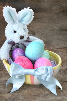 Free Easter Bunny And Eggs Royalty Free Stock Photography - 8511737