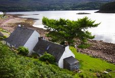Free Cottage And Loch Stock Photography - 8512412