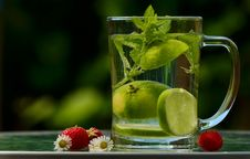 Free Green Round Fruit On Clear Glass Mug With Water Royalty Free Stock Images - 85127989