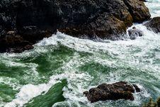 Free Waves Hitting Rocks  Royalty Free Stock Photos - 85129978