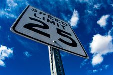 Free Speed Limit 25 Signage Royalty Free Stock Images - 85130039