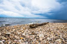 Free White Stone Pebbles Sea Shore Stock Photography - 85130242