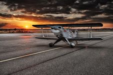 Free Black And White Aviation Plane Arriving During Sunset Royalty Free Stock Photos - 85130698