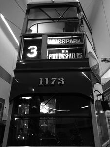 Free Double Deck Bus In Black And White Royalty Free Stock Images - 85132659