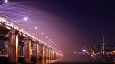 Free Gray Bridge With Street Light During Nighttime Stock Images - 85155604