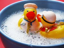 Free Two Rubber Ducks On Water Stock Photos - 85155703