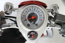 Free White And Red Motorcycle Gauge Royalty Free Stock Photo - 85156825
