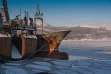 Free Ship In Icy Harbor Royalty Free Stock Photos - 85164568