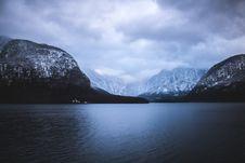 Free Glacial Lake And Mountains Royalty Free Stock Photos - 85185668