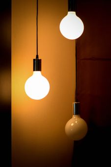Free Illuminated Light Bulbs In Fixture Stock Images - 85186094