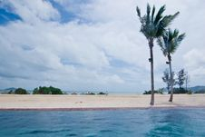 Free Edgeless Swimming Pool Royalty Free Stock Photo - 8520535