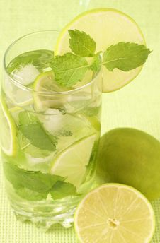 Free Mojito Cocktail On Green Background Stock Photo - 8523700