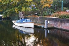 Free Personal Boat Nexto To House Royalty Free Stock Photography - 8524837