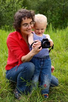 Free Mother And Son With Camera Stock Images - 8527834