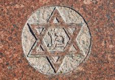 Free Star Of David On Old Grunge Granite Tombstone Royalty Free Stock Image - 8528486