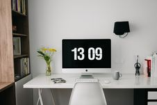 Free Computer Monitor On Desktop Royalty Free Stock Images - 85208829