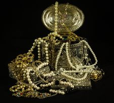 Free Gold Beaded Necklaces On Gold Jewelry Box Royalty Free Stock Images - 85217969