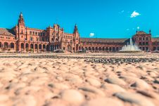 Free Palace With Fountain In Front Stock Images - 85218494