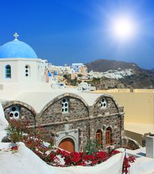 Free View Over Town Oia Island Santorini, Greece Royalty Free Stock Images - 8531049