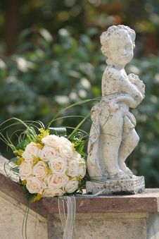 Free Bouquet With Statue Stock Image - 8533331