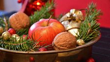 Free Christmas Centerpiece With Apple Royalty Free Stock Photography - 85362277