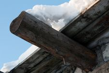 Free Wooden Roof, Drooping Snow 2 Stock Photography - 8549362