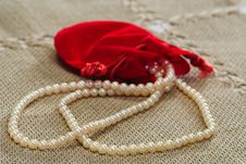 Free Pearls  Necklace And Pocket Royalty Free Stock Photo - 8549895